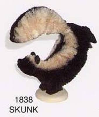 Skunk, On stand, 6 in.